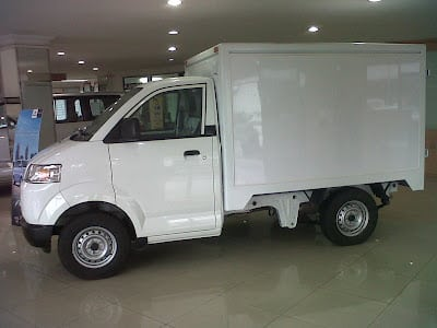 mobil box mini warna putih